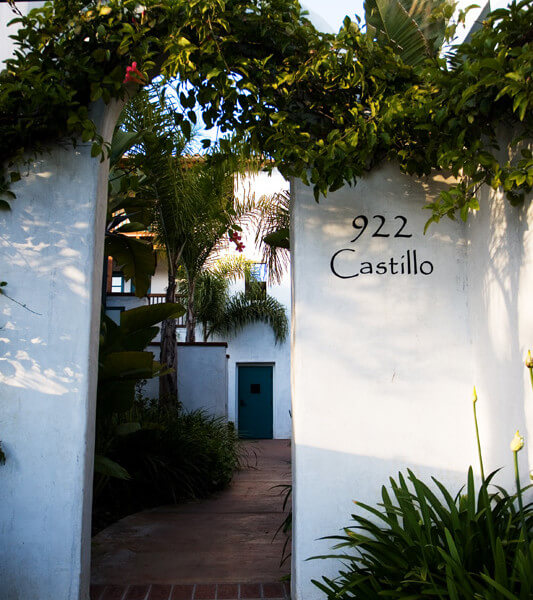 Outside shot of the entryway to 922 Castillo